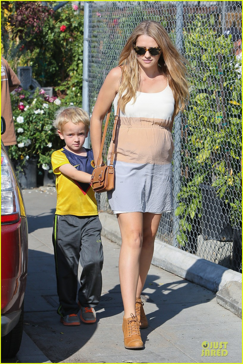 teresa palmer glowing lunch with nephew 032989269