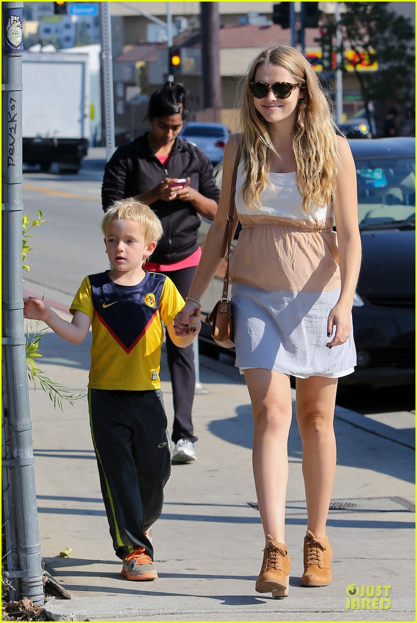 teresa palmer glowing lunch with nephew 052989271