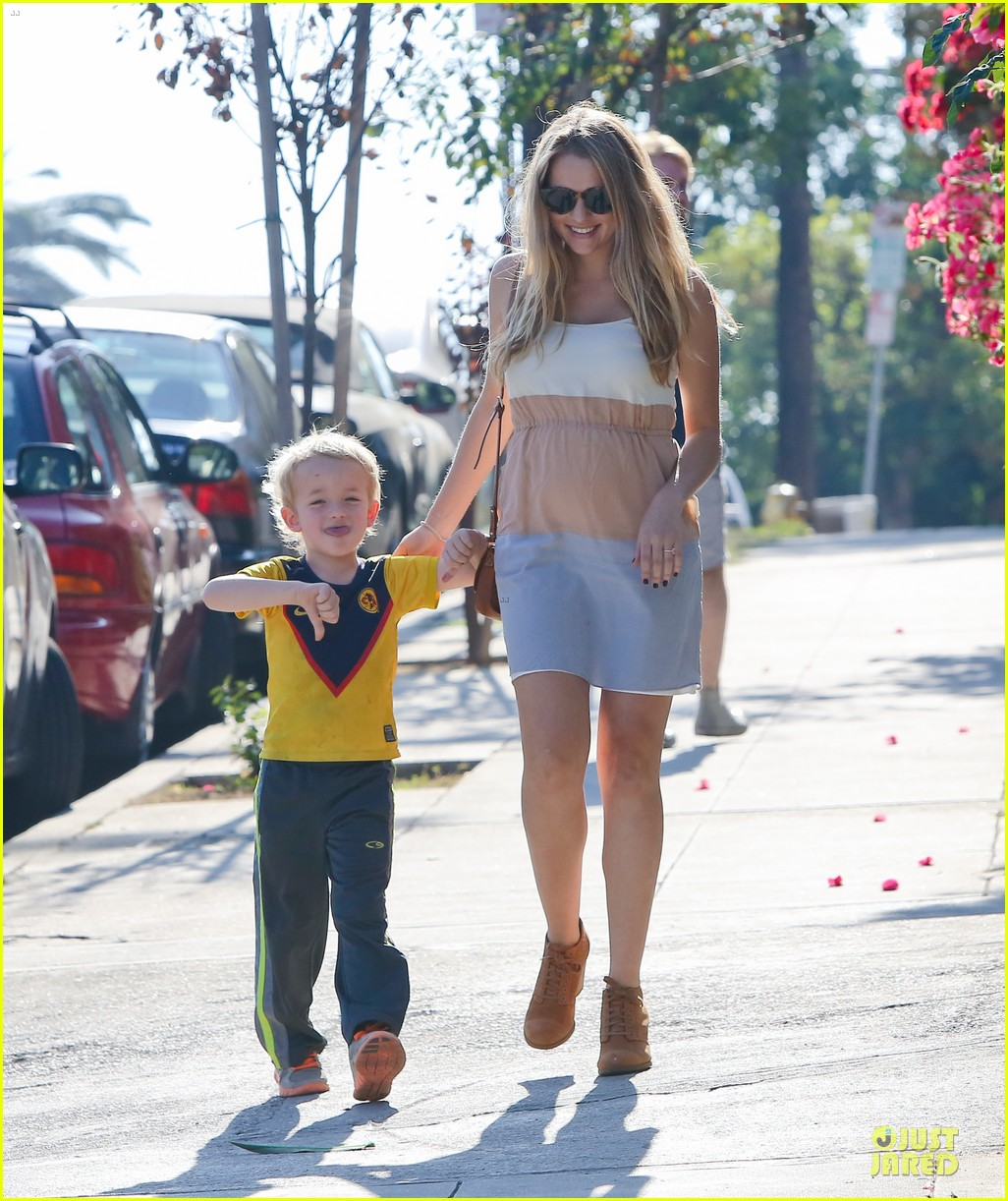 teresa palmer glowing lunch with nephew 132989279