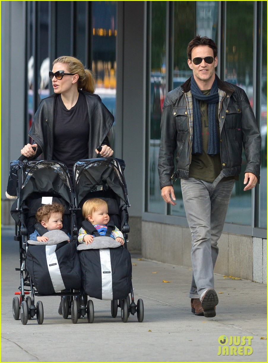 anna paquin stephen moyer big apple stroll with the twins 06
