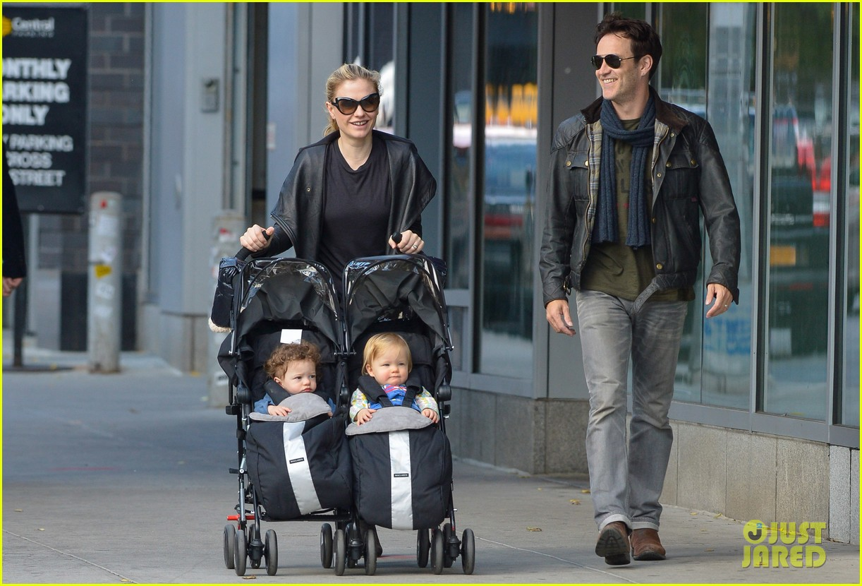 anna paquin stephen moyer big apple stroll with the twins 07