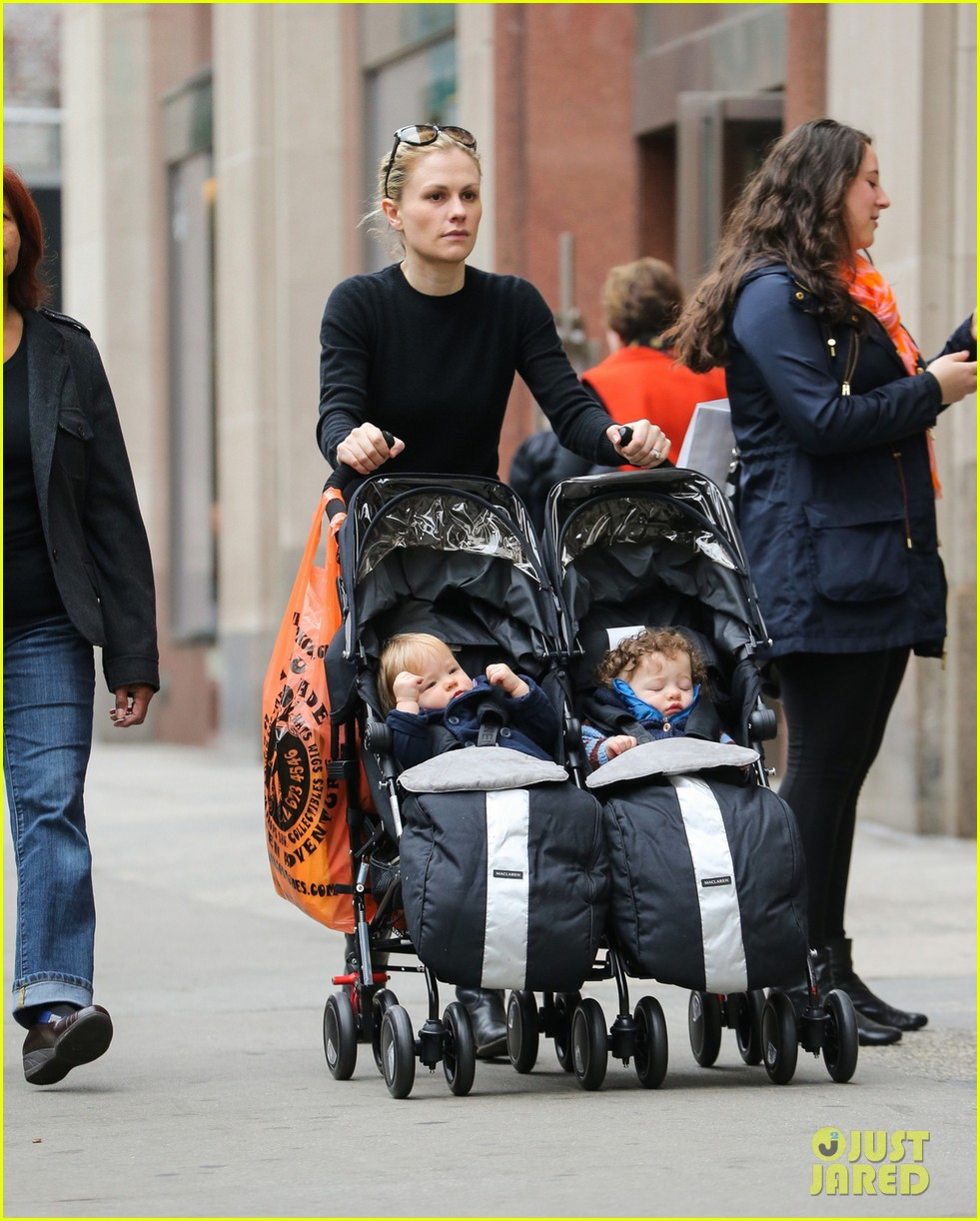 anna paquin pushes adorable twins in double stroller 02