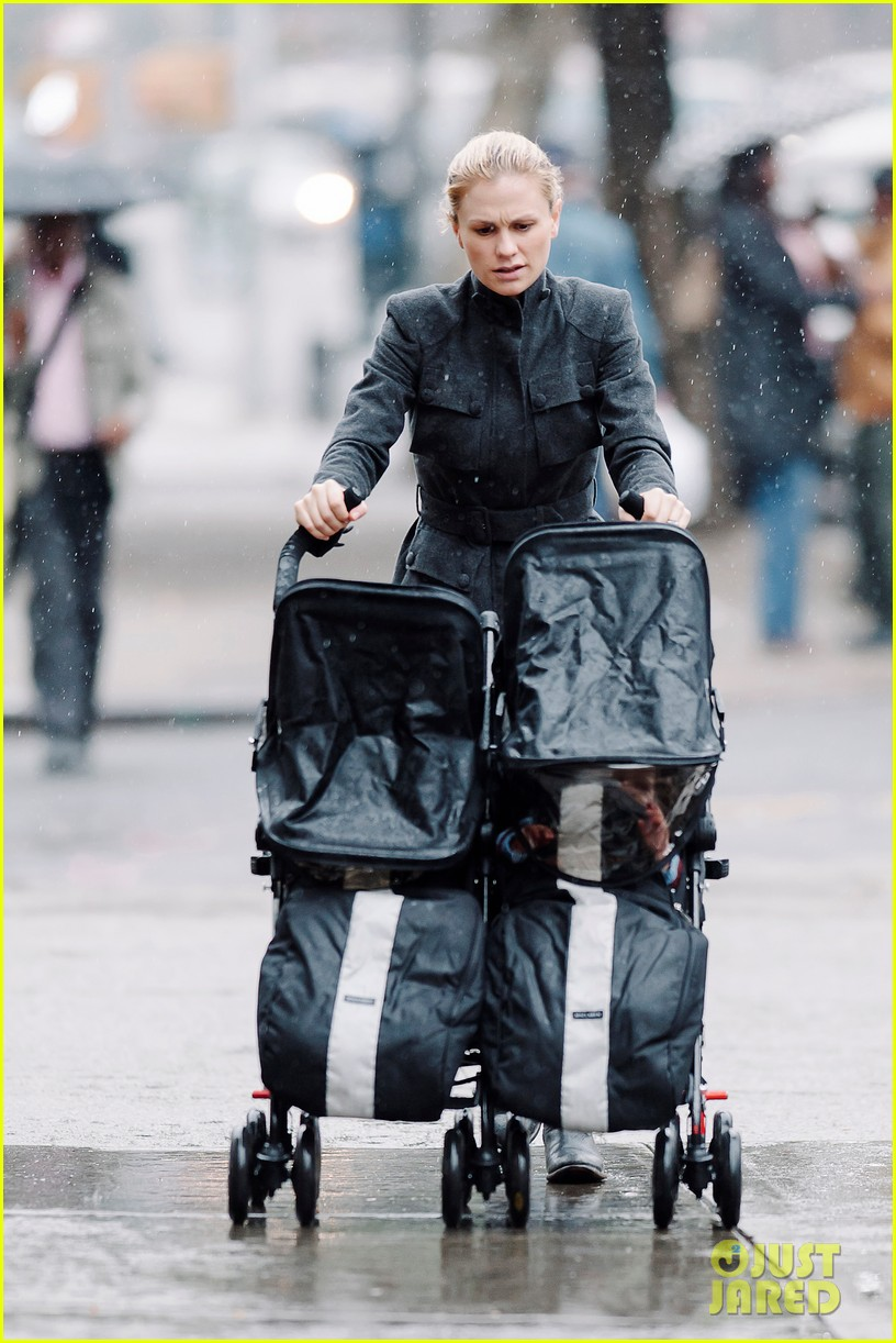 anna paquin pushes adorable twins in double stroller 04