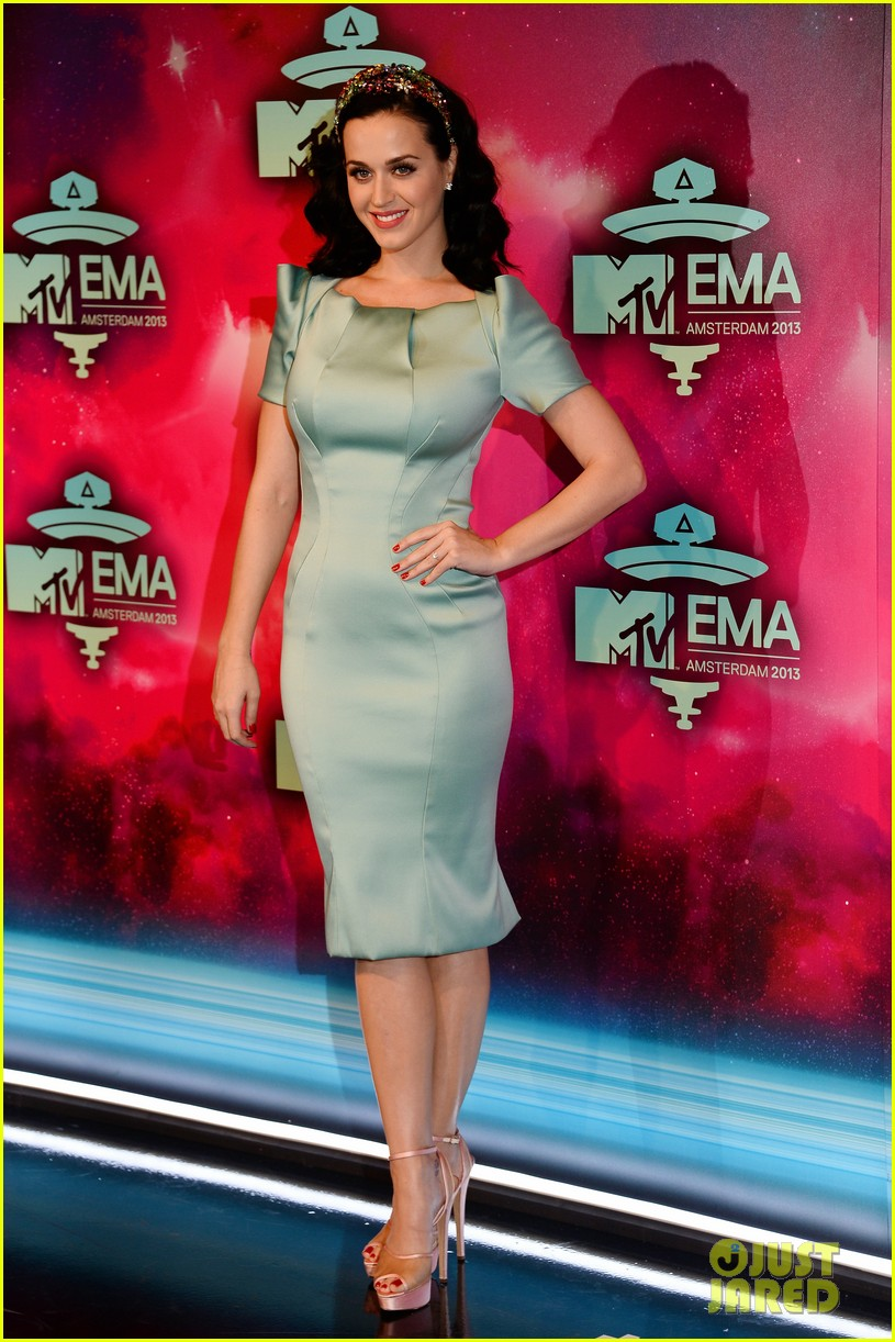 katy perry mtv ema 2013 red carpet 09
