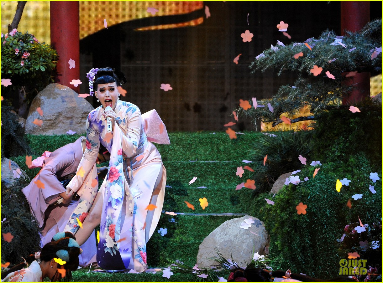 katy perry unconditionally performance at amas 2013 video 072999371