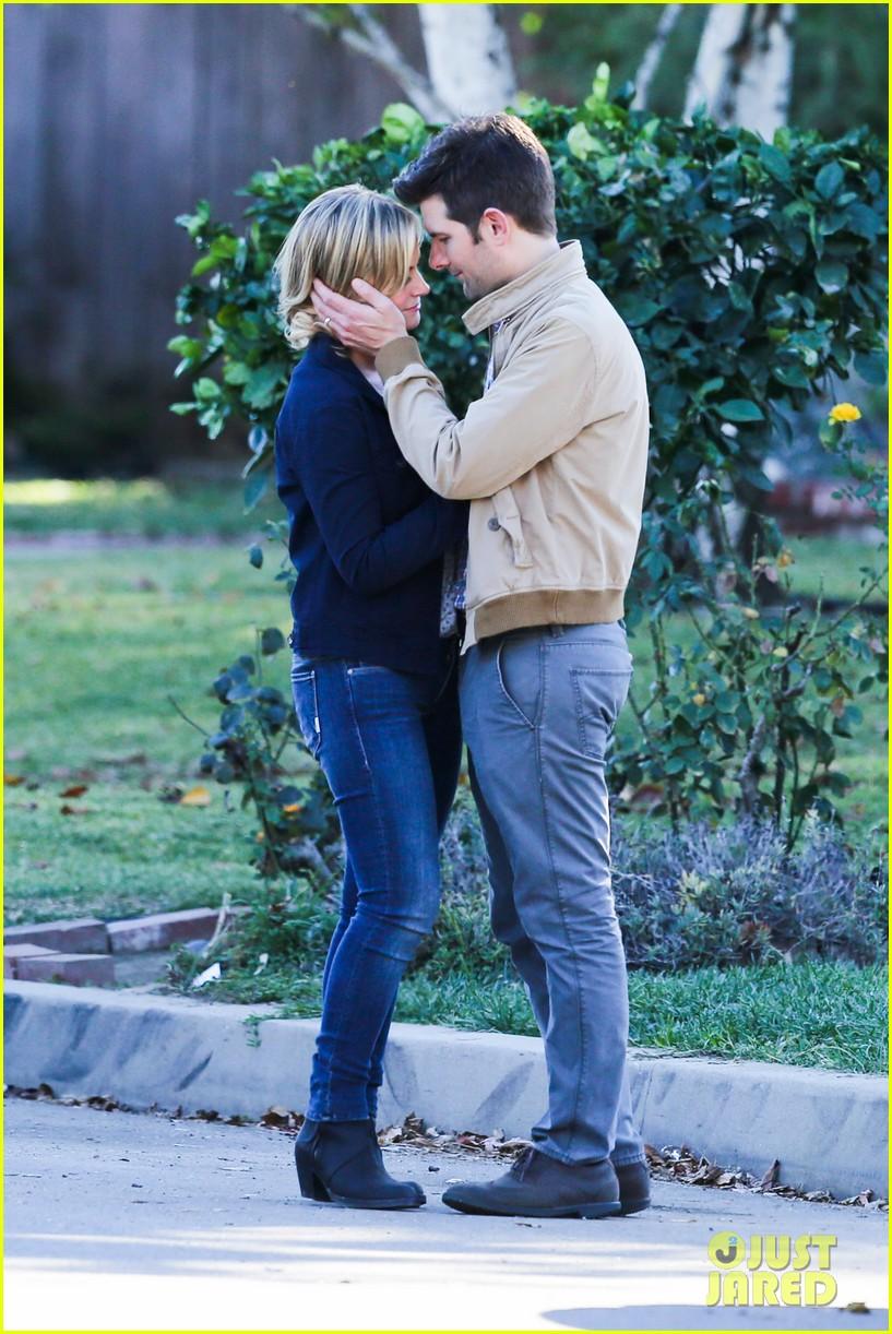 amy poehler adam scott kiss for parks recreation 01