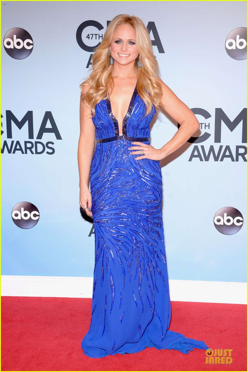 cassadee pope danielle bradbery cma awards 2013 red carpet 07