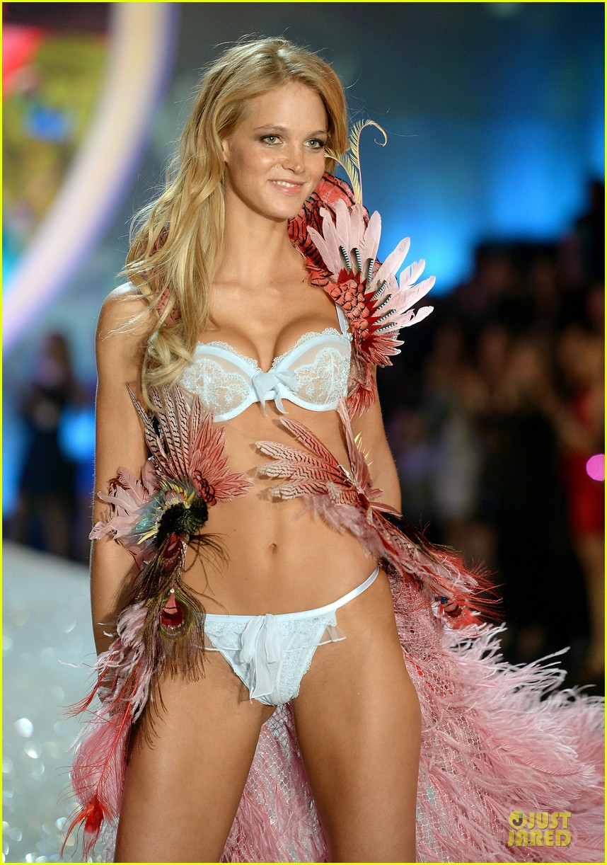 behati prinsloo erin heatherton victorias secret fashion show 2013 142992281