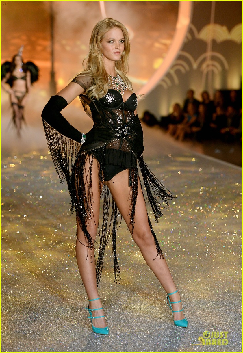behati prinsloo erin heatherton victorias secret fashion show 2013 162992283