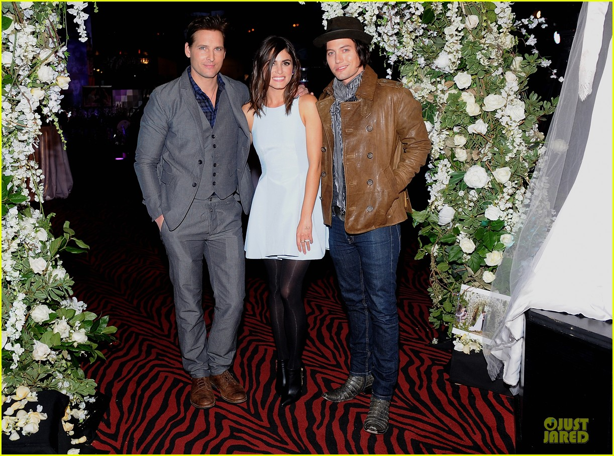 nikki reed peter facinelli twilight experience exhibit launch 19