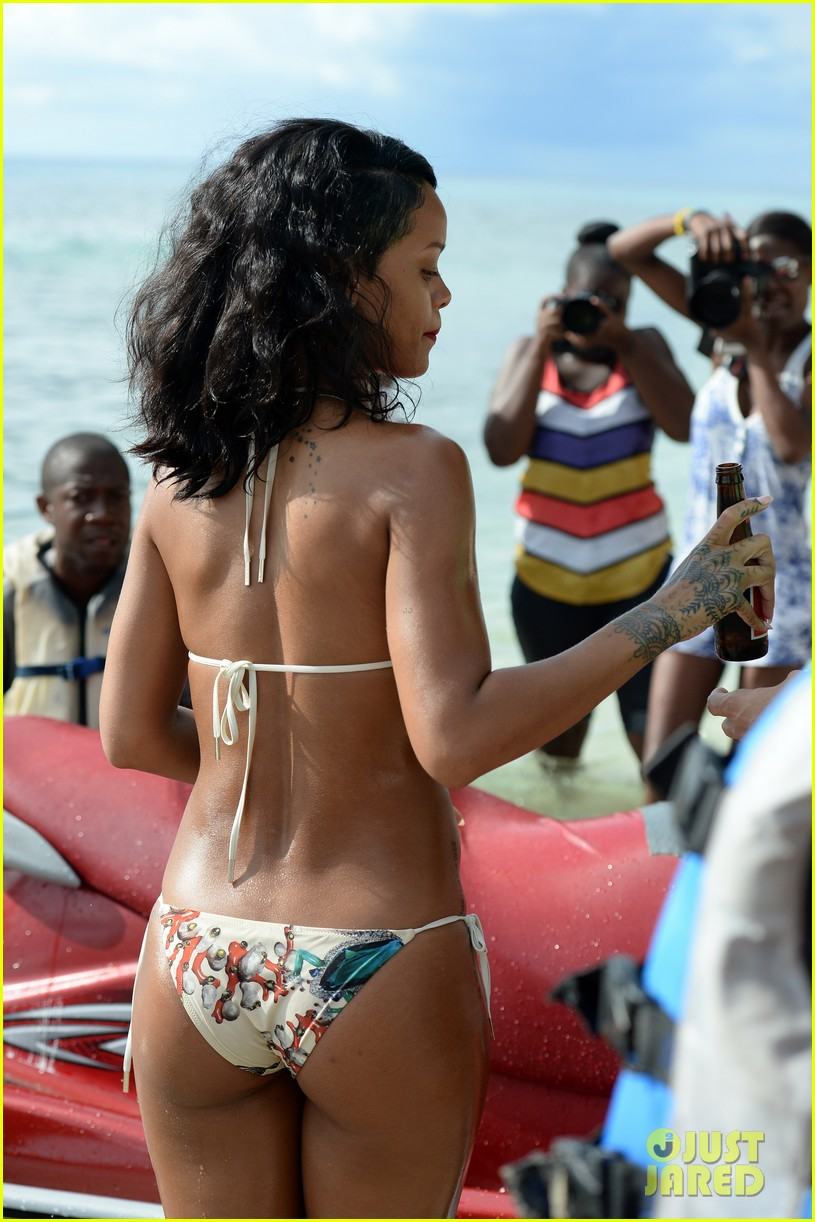 rihanna shows off fabulous figure in string bikini 04