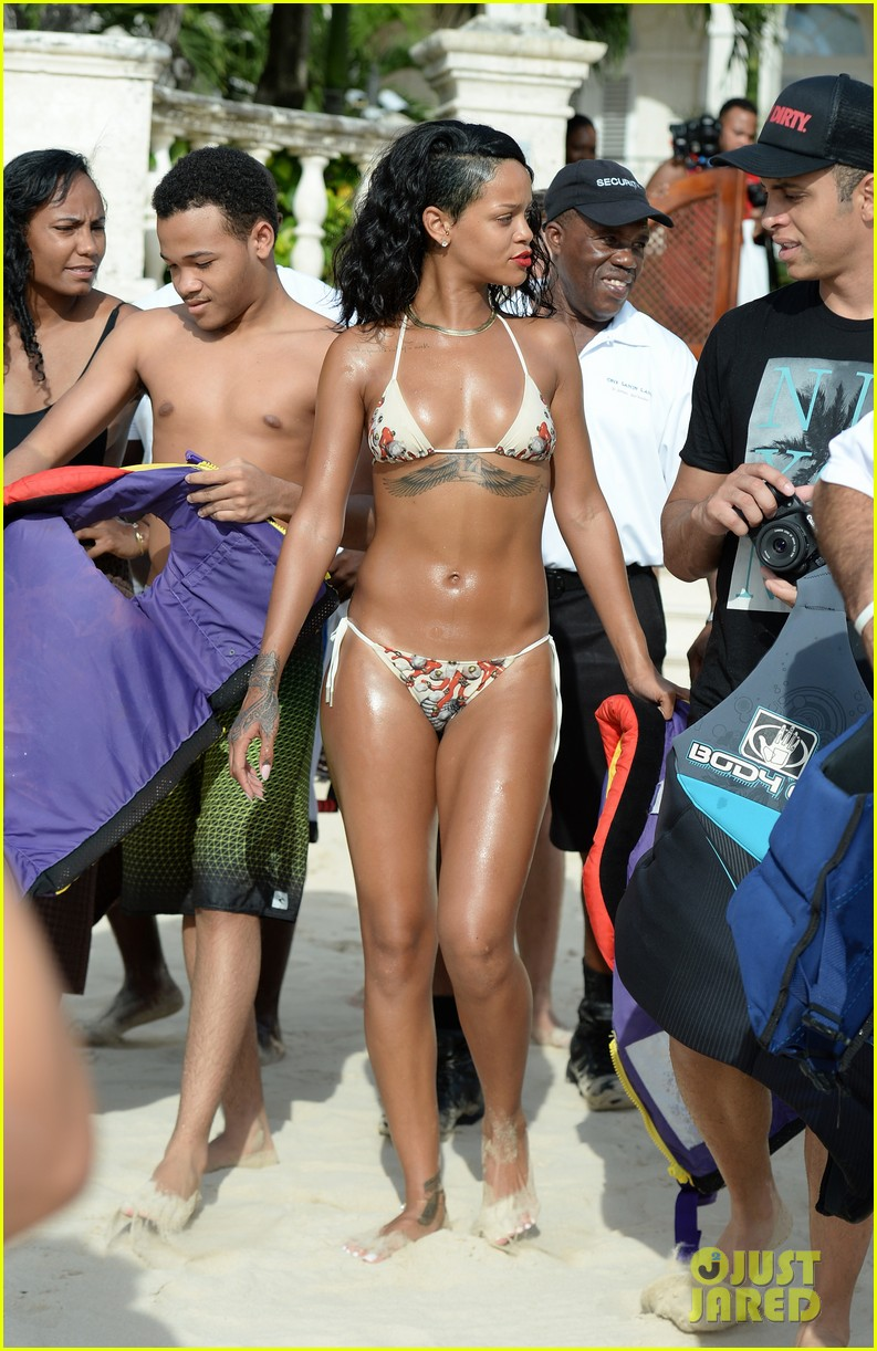 rihanna shows off fabulous figure in string bikini 11