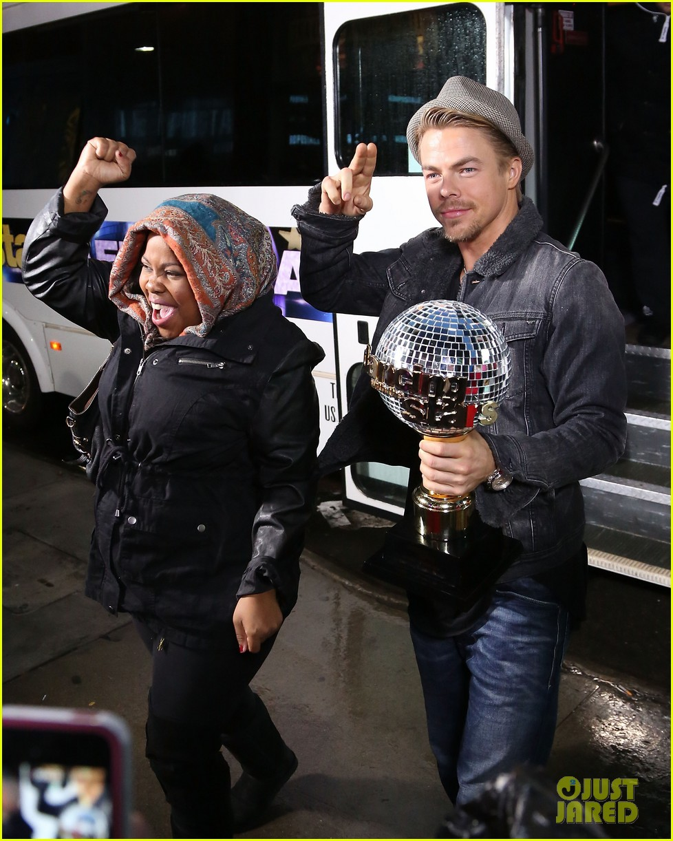 amber riley celebrates dwts win on gma 033001279