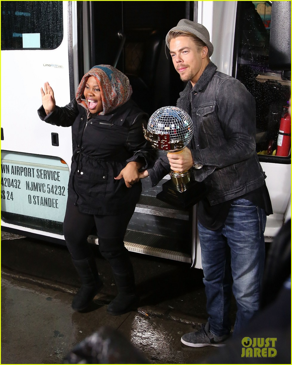 amber riley celebrates dwts win on gma 05