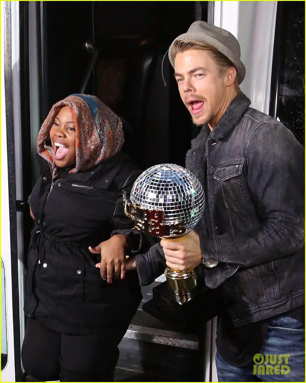 amber riley celebrates dwts win on gma 093001285