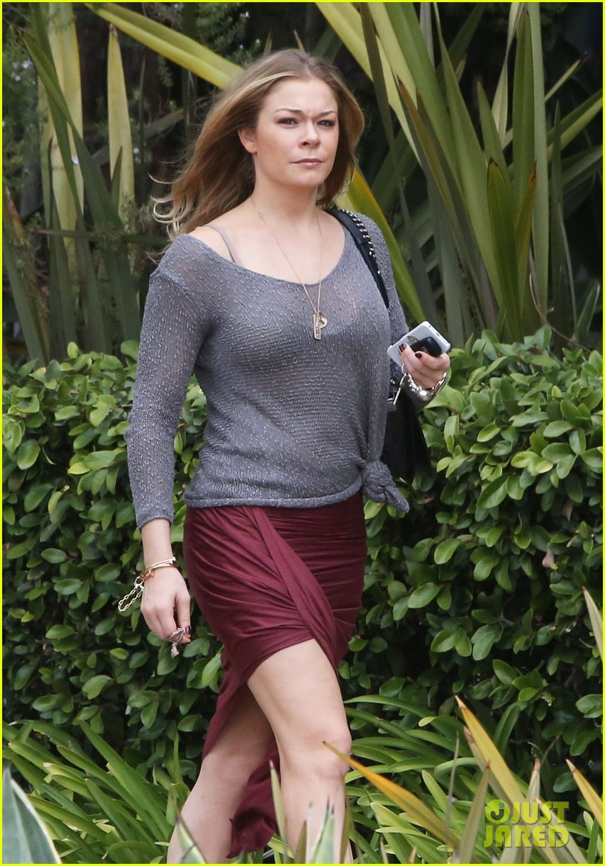 leann rimes spends day catching up on real life 042997253