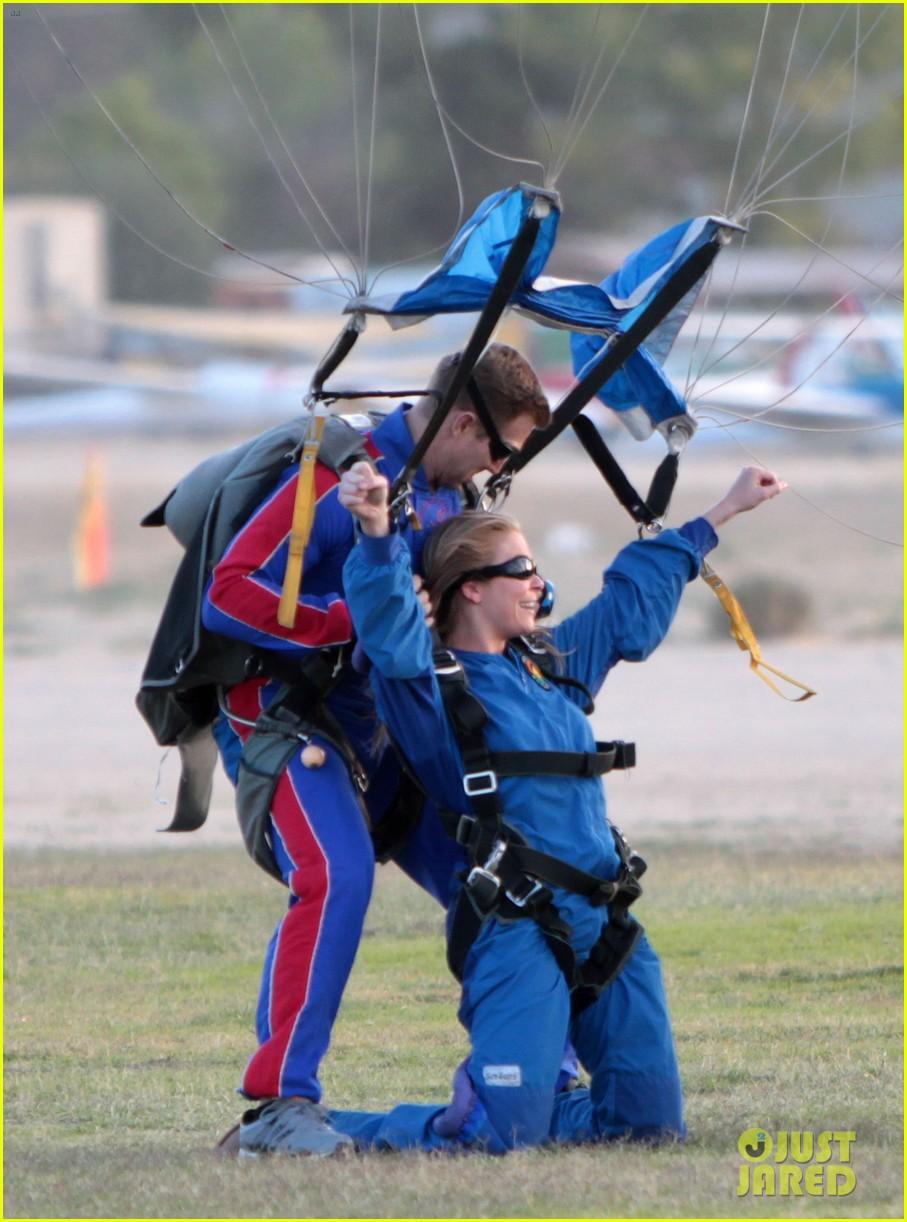 leann rimes eddie cibrian skydive elsinore couple 07