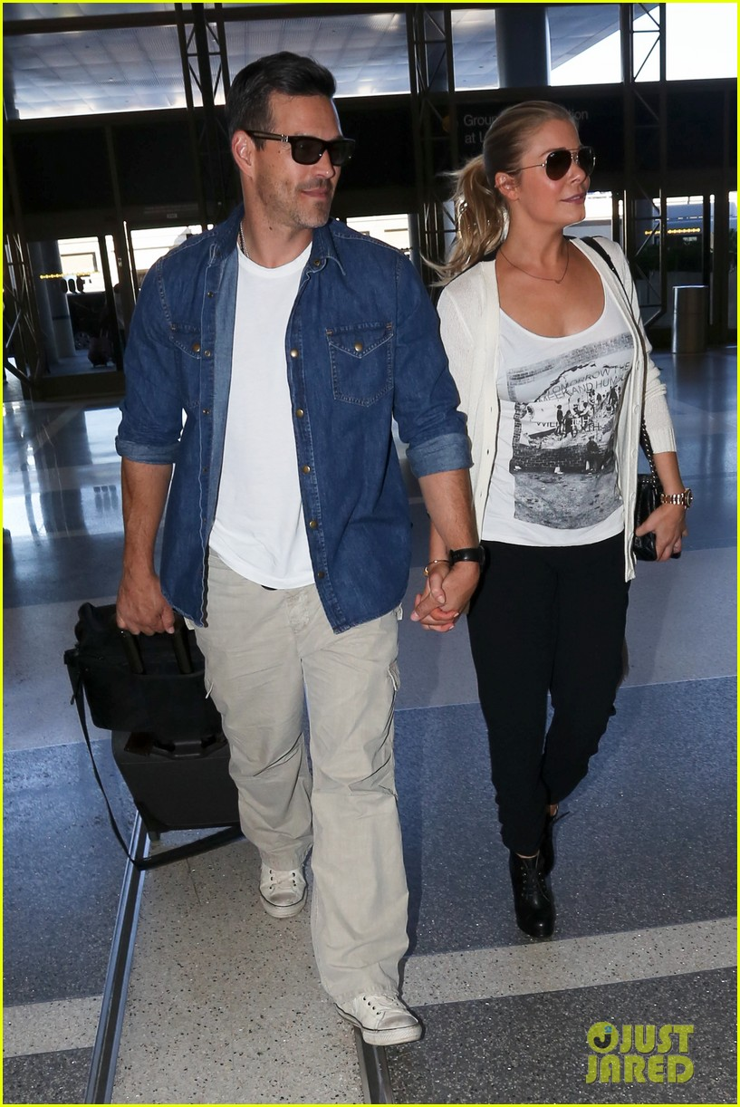 leann rimes eddie sibrian hold hands at lax 062993257
