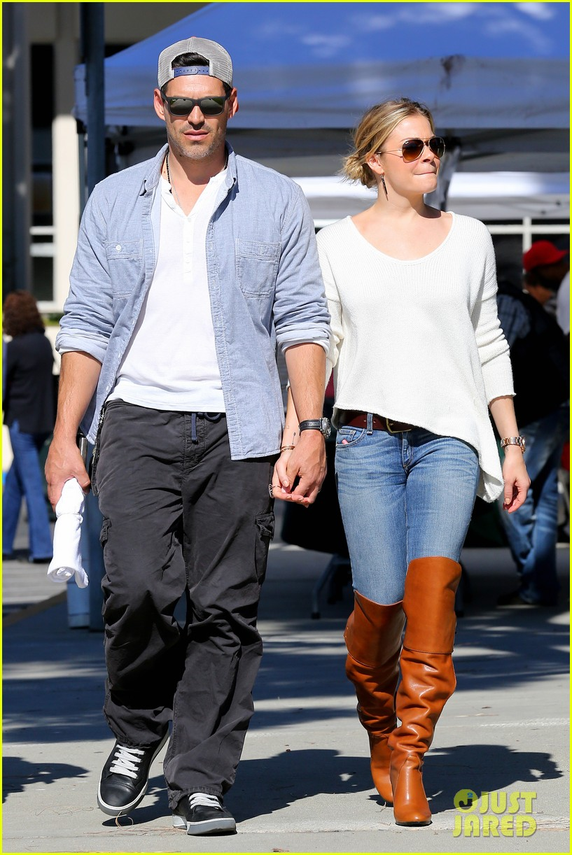 leann rimes eddie cibrian get affectionate at farmers market 102990055
