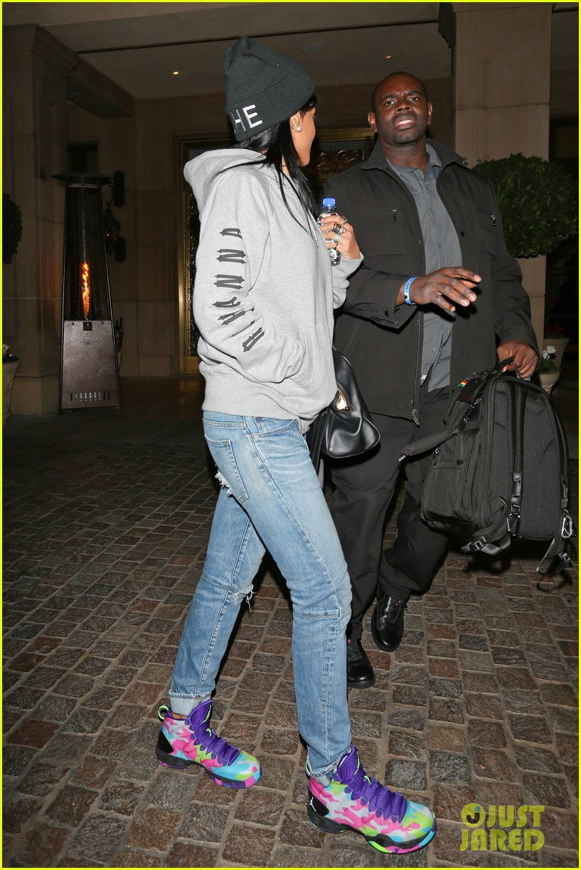rihanna low key trip to ama rehearsals 08