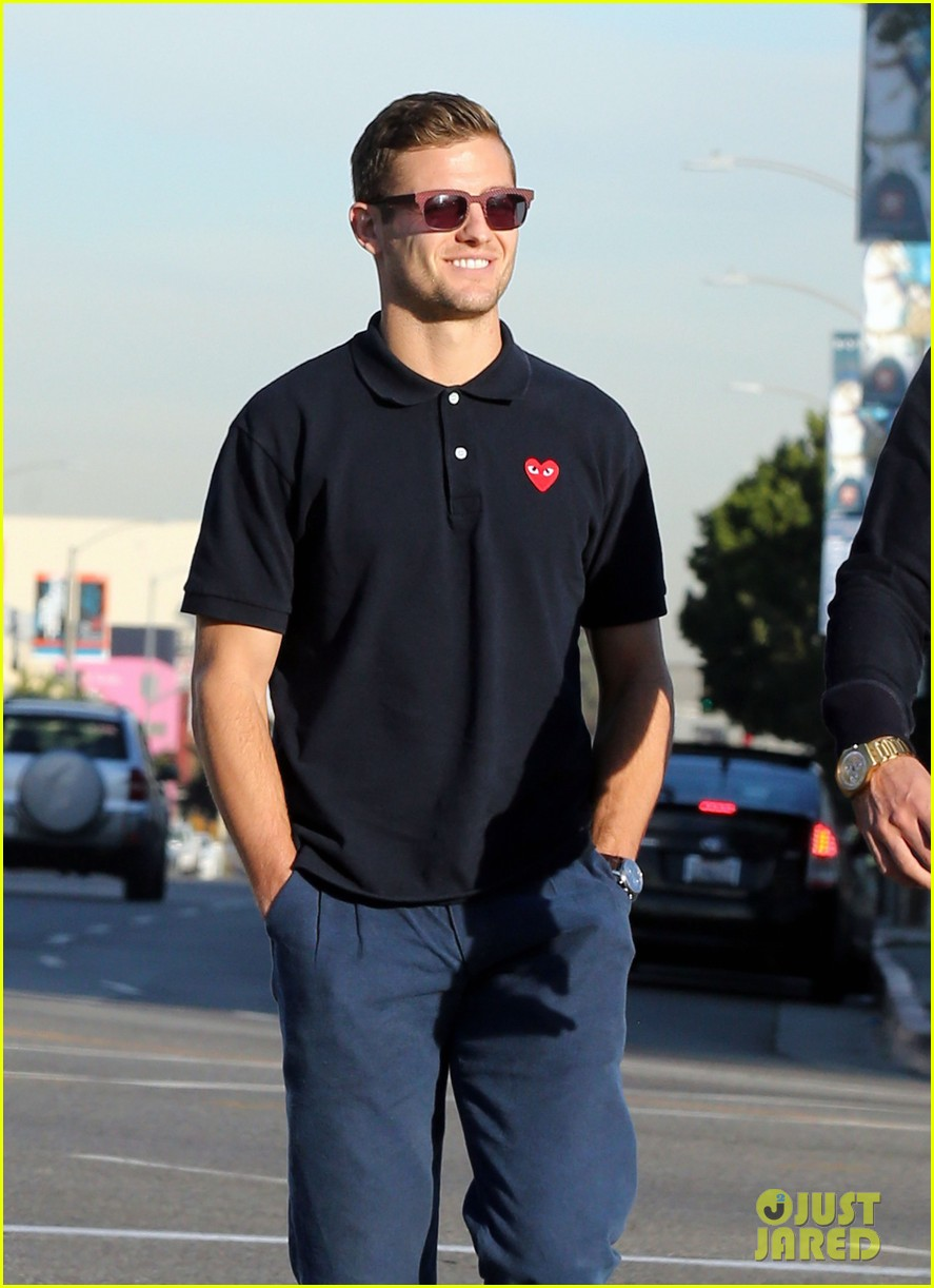 robbie rogers pics up suit before thanksgiving 063001304