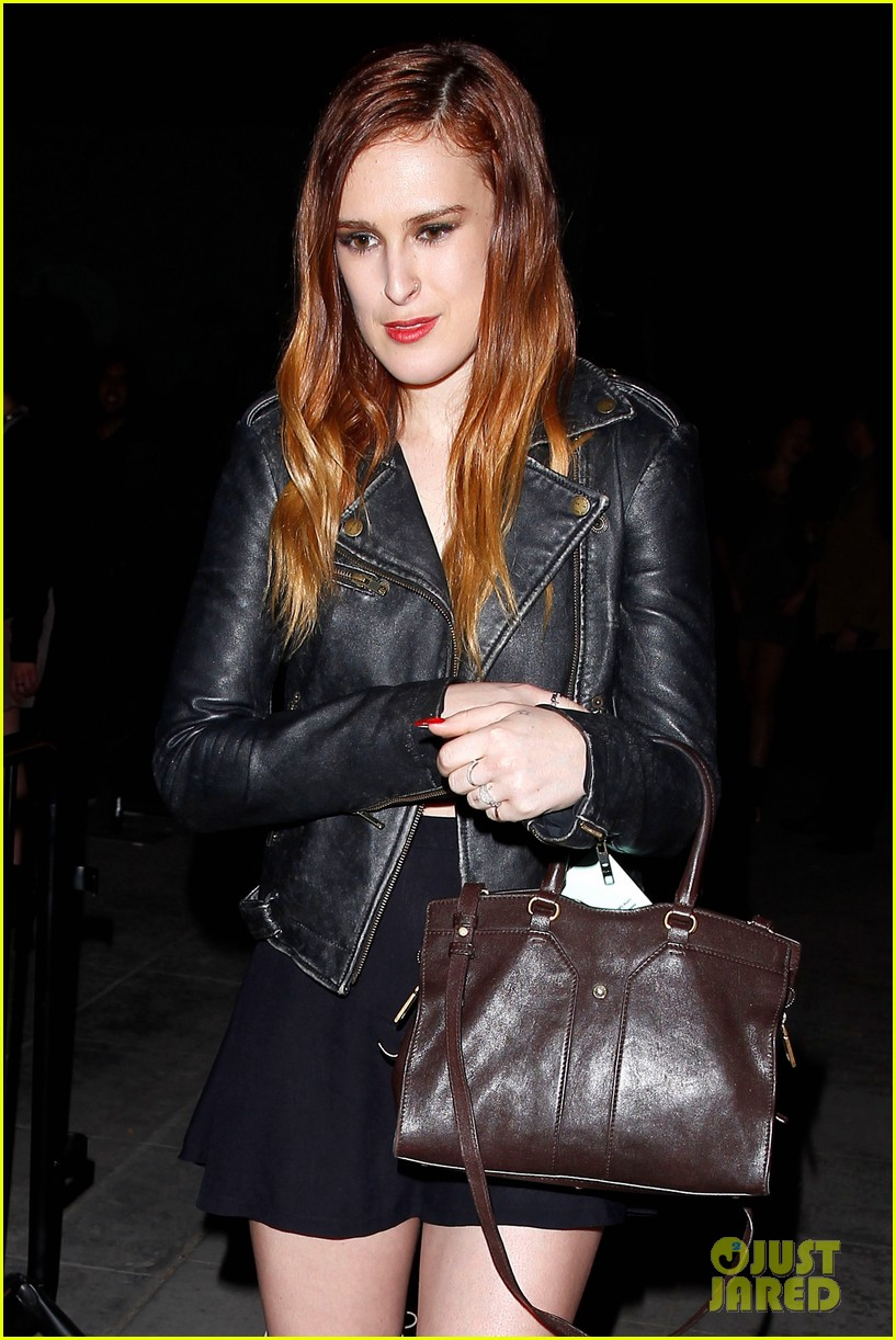 rumer willis wants tinder app for dogs 03