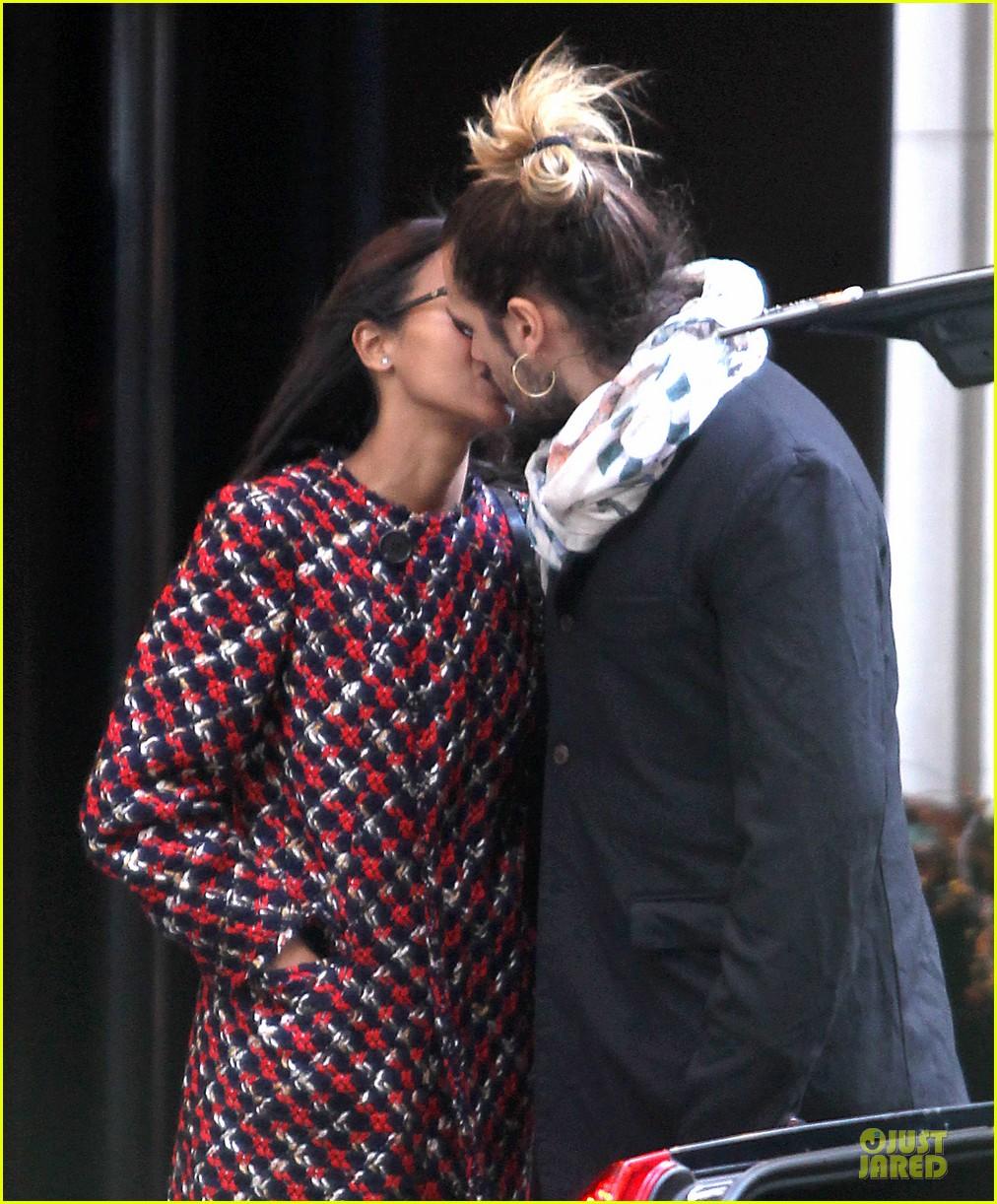 zoe saldana kisses marco perego after face tattoo flash 022988697