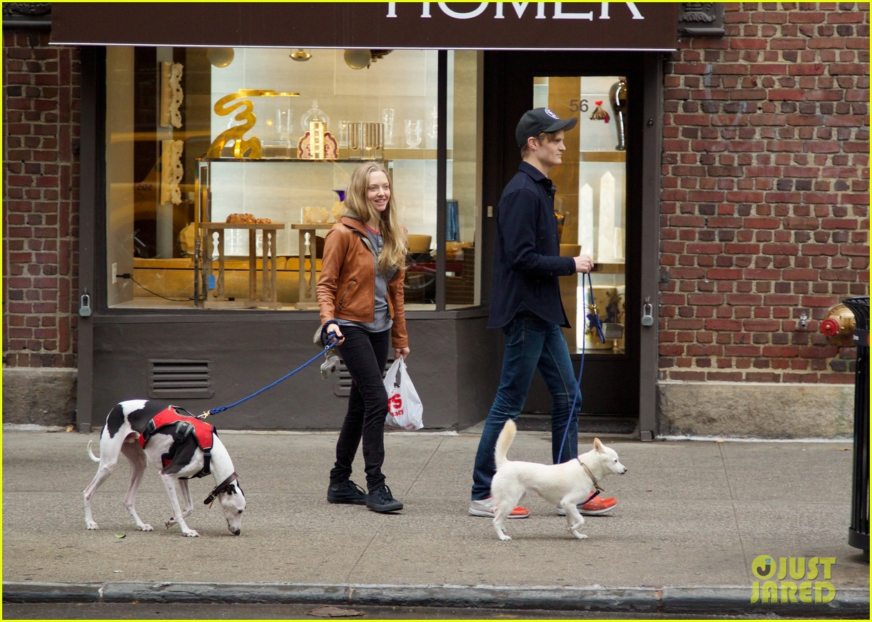 amanda seyfried halloween dog walk with male pal 01