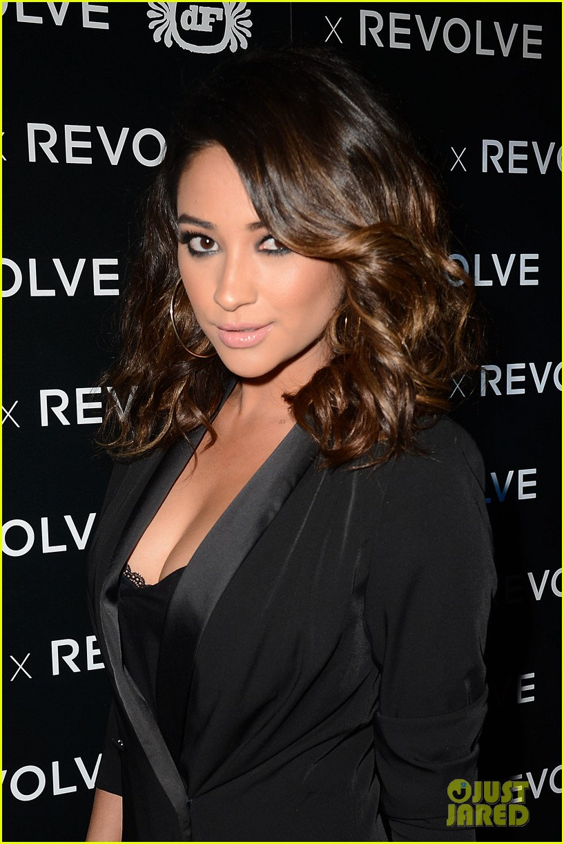 shay mitchell jessica lowndes revolve 10 anniversary party 04