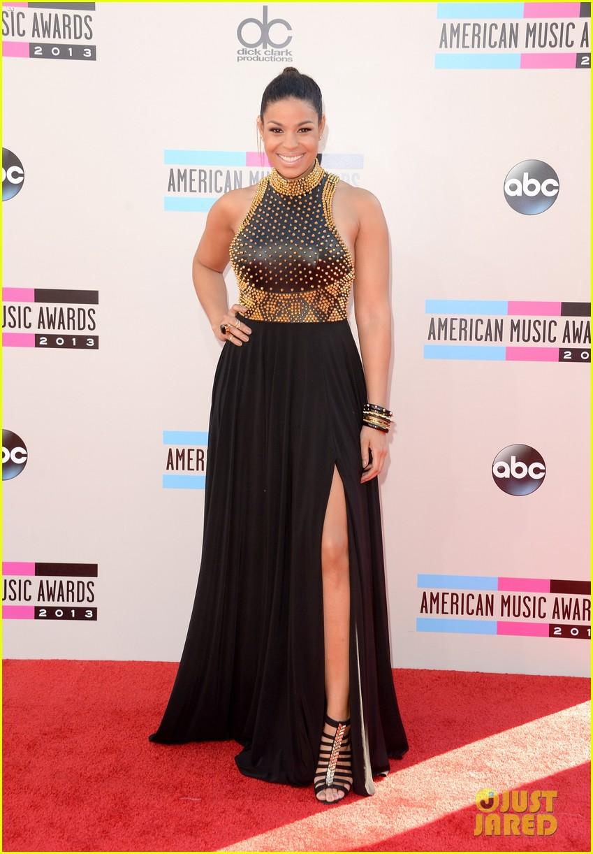 jordin sparks american music awards 2013 red carpet 01