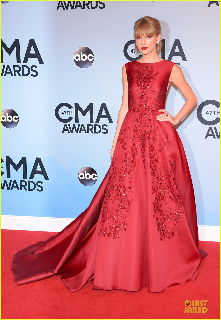 taylor swift cma awards 2013 red carpet 012987198