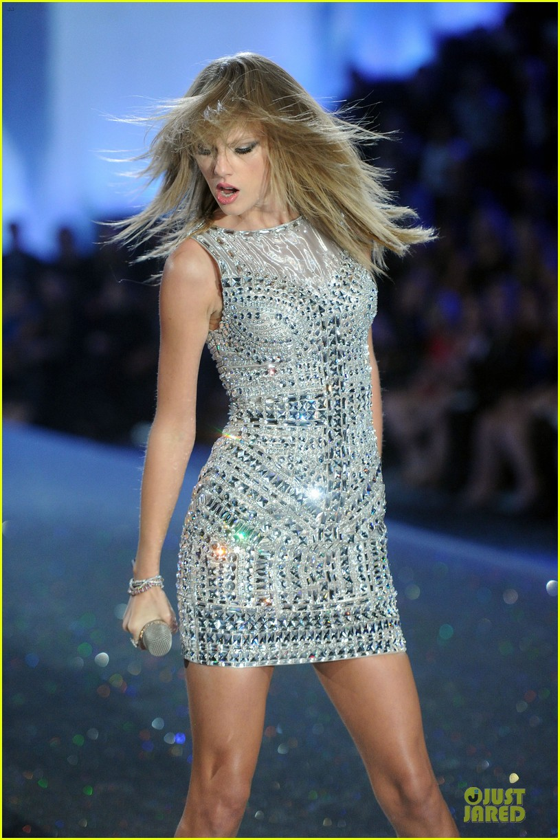 taylor swift victorias secret fashion show performer 2013 022992175