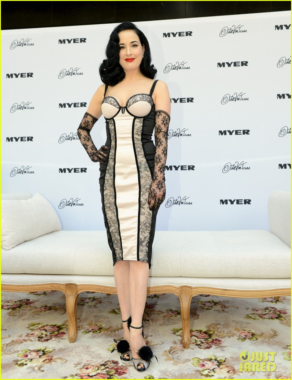 dita von teese debuts new lingerie collection in melbourne 05