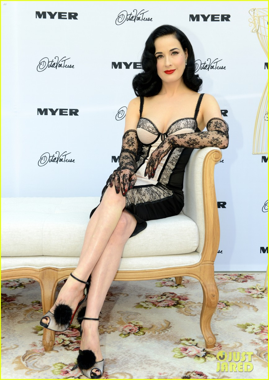 dita von teese debuts new lingerie collection in melbourne 10
