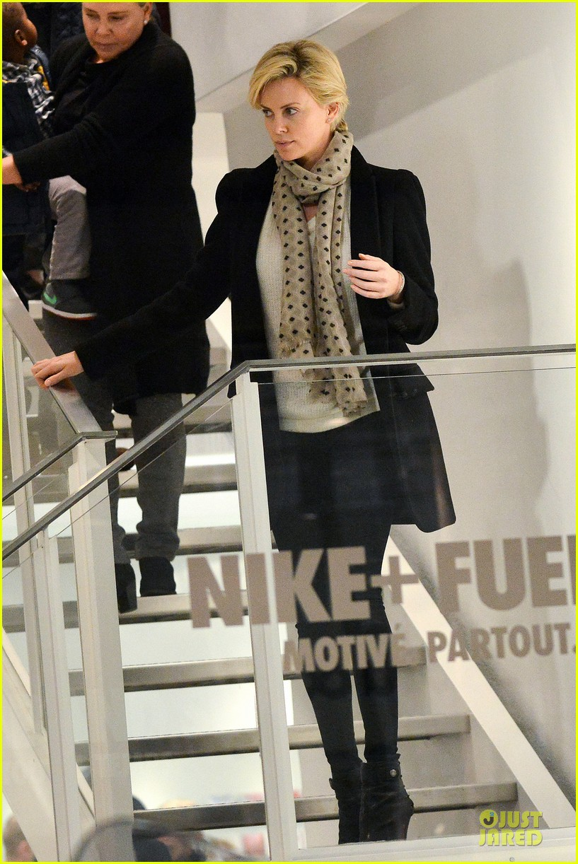 charlize theron colette store shopper in paris 012995552