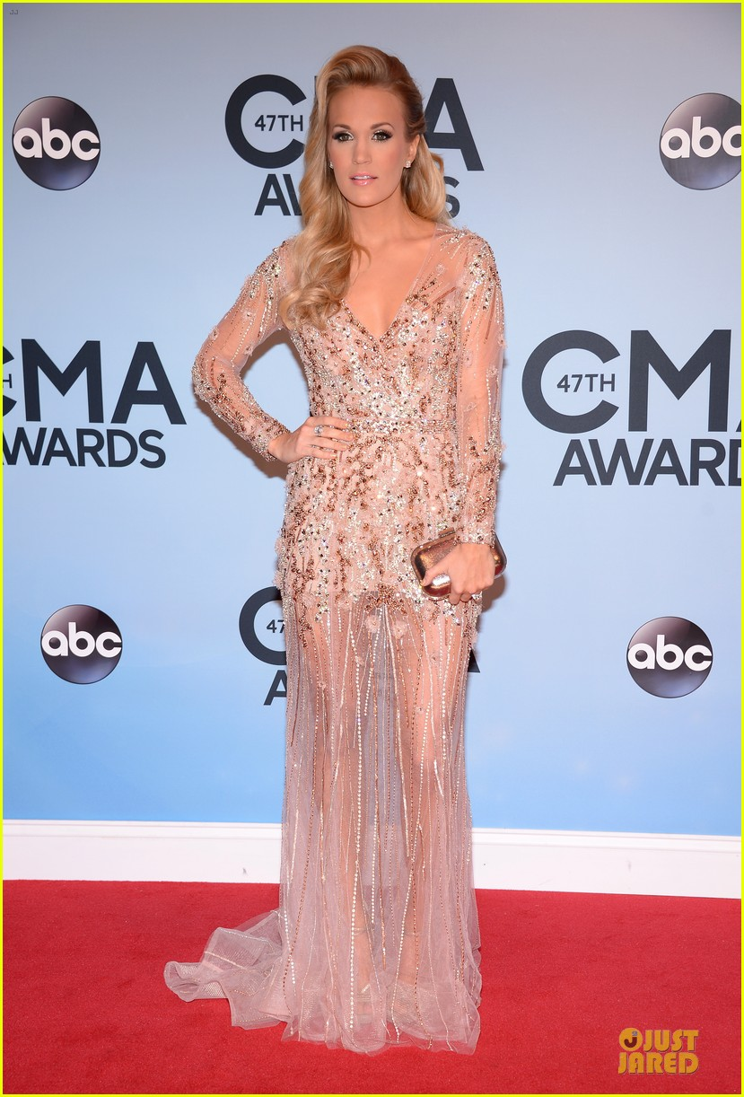 carrie underwood cma awards 2013 red carpet 01