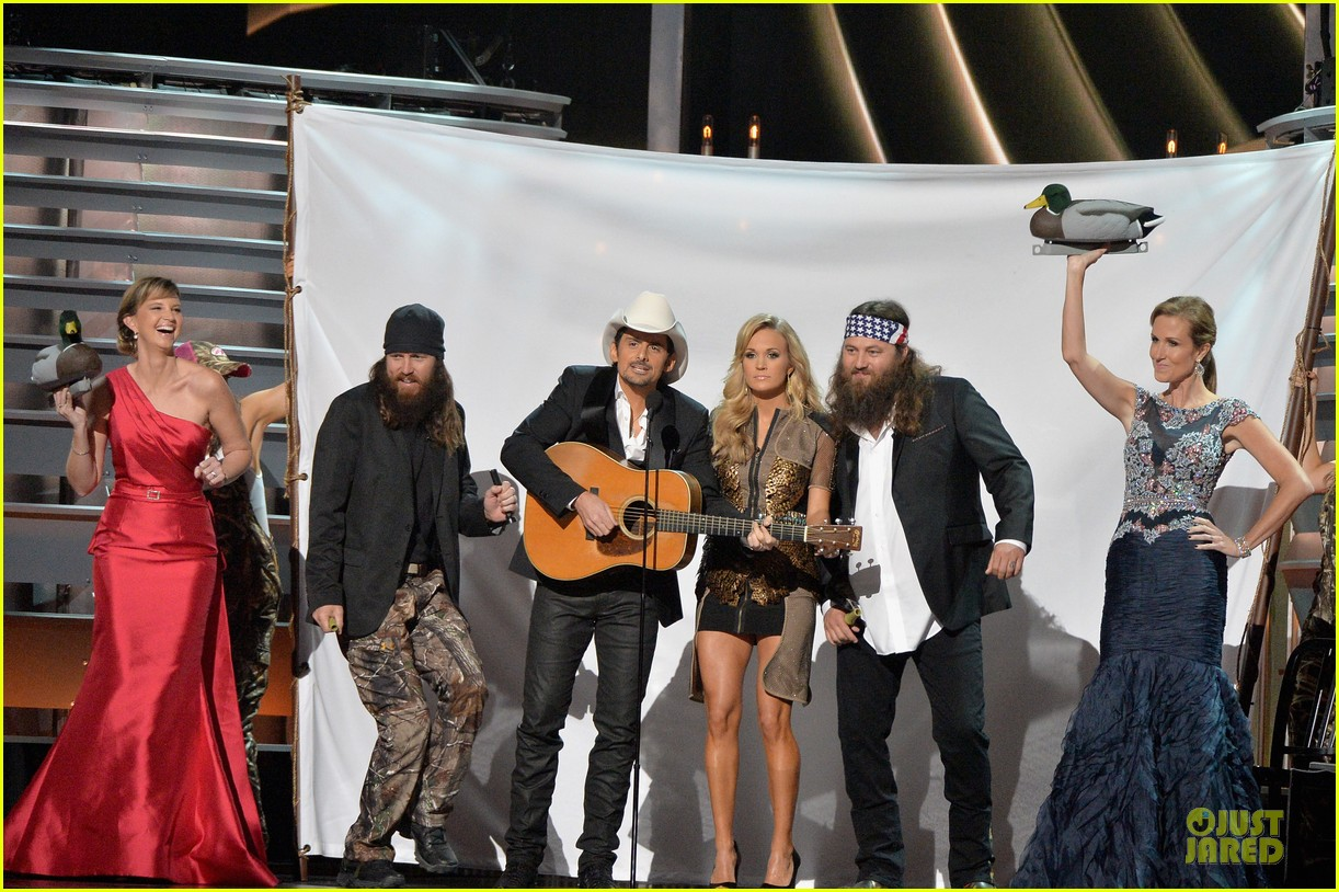 carrie underwood medley performance at cmas 2013 watch now 05