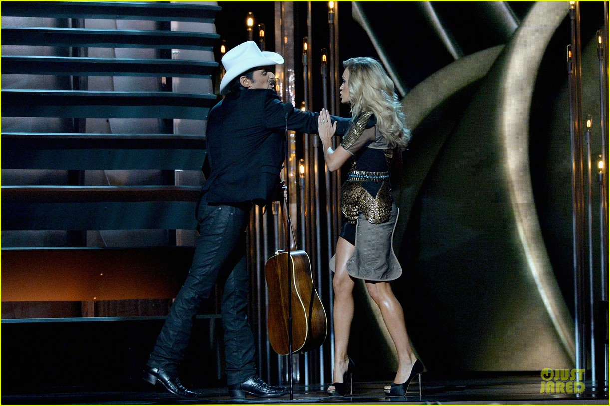 carrie underwood medley performance at cmas 2013 watch now 102987293