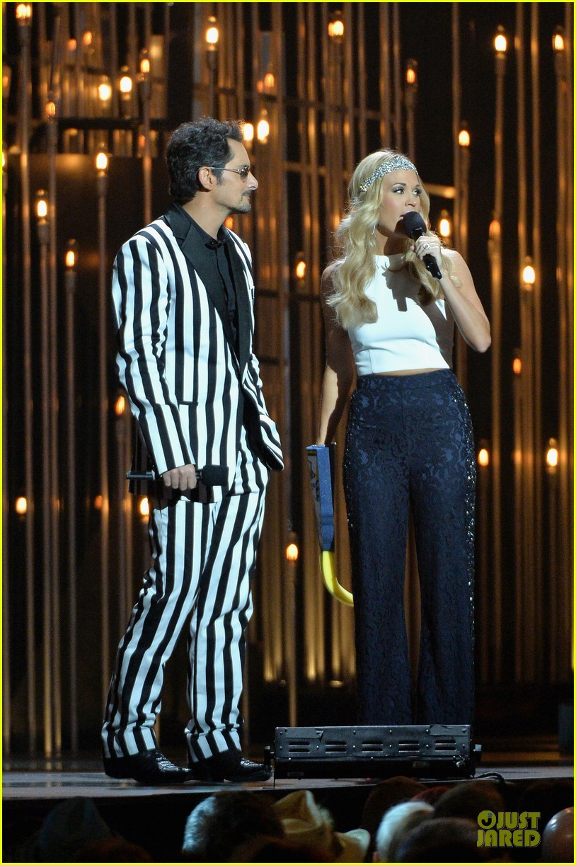 carrie underwood medley performance at cmas 2013 watch now 132987296