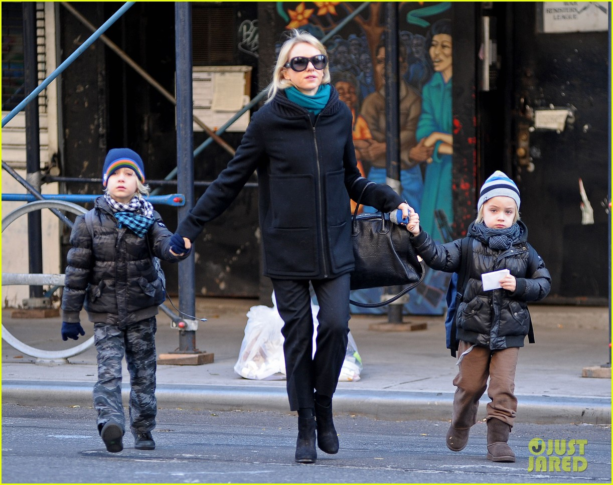 naomi watts braves chilly weather for school walk 01