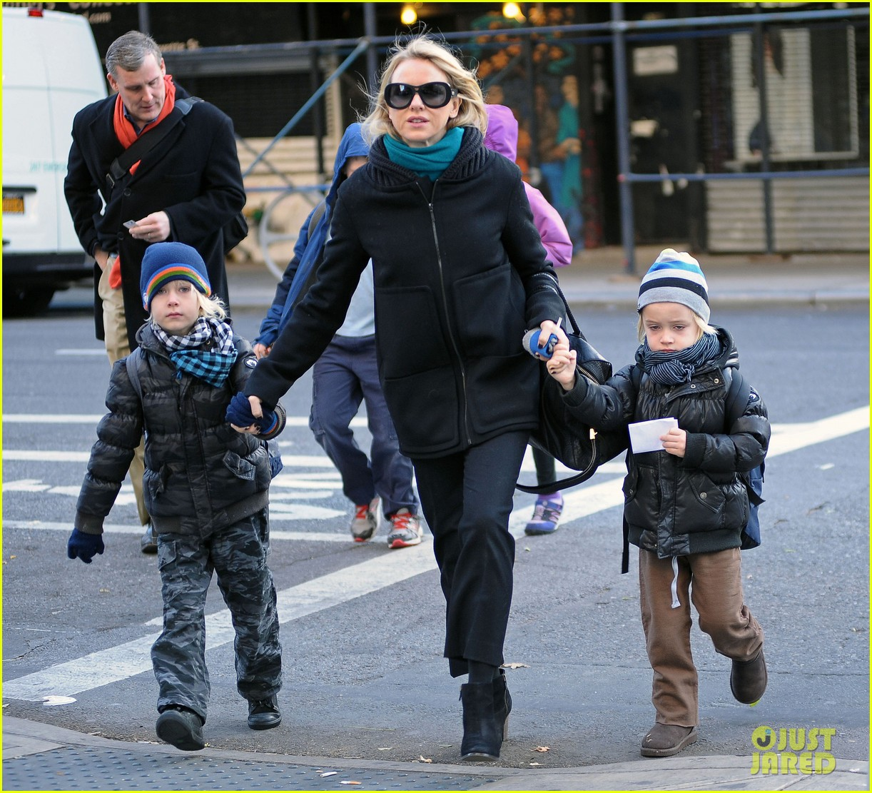 naomi watts braves chilly weather for school walk 08