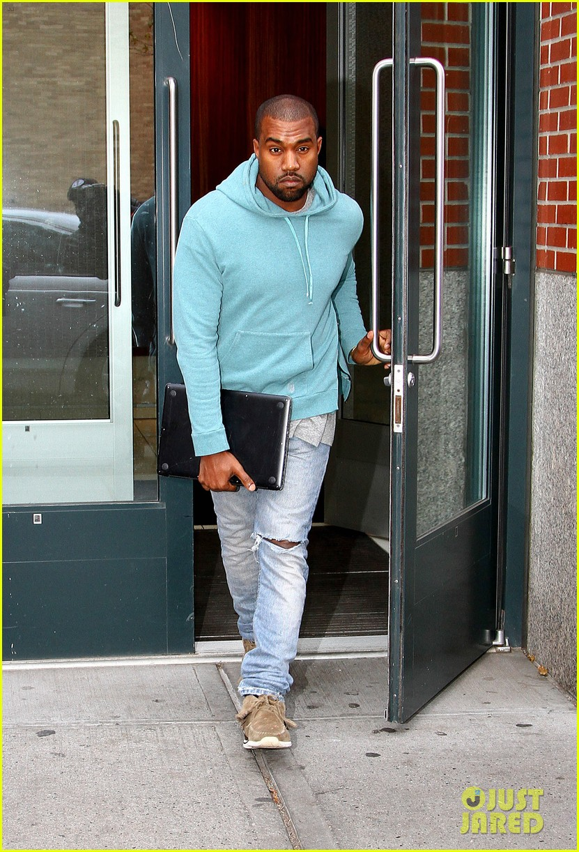 kanye west steps out after zappos responds to comments 12