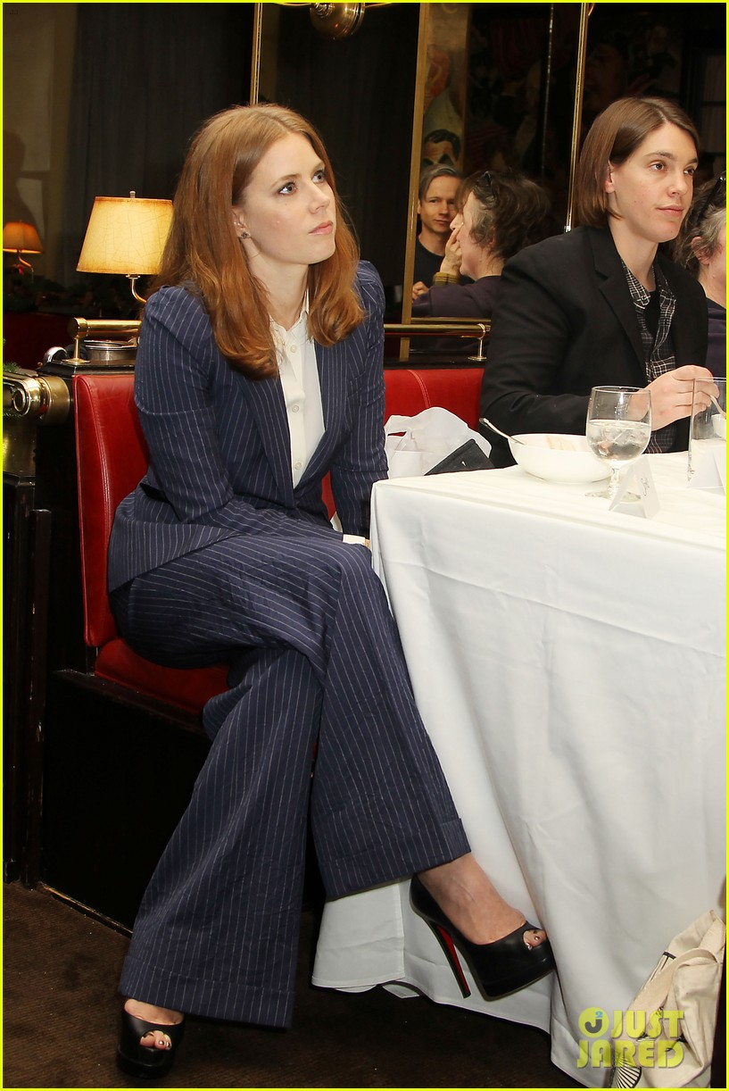 amy adams rocks pinstriped pantsuit at her luncheon 01
