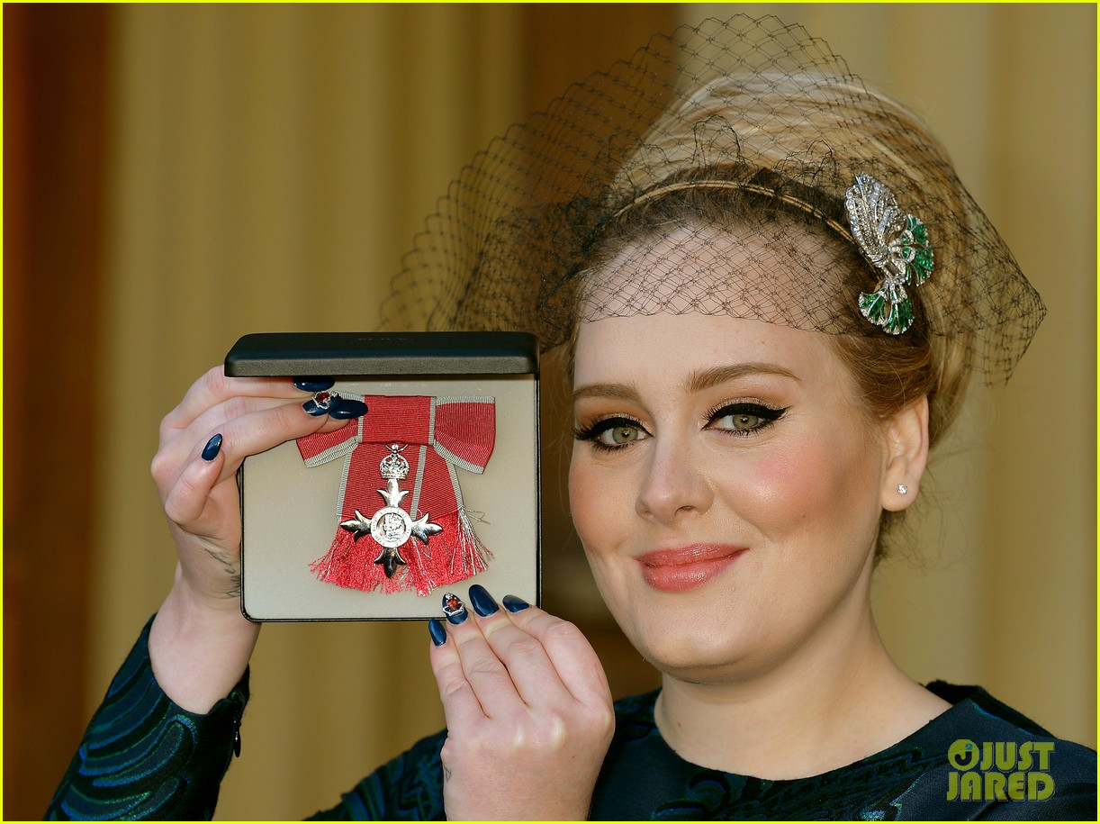 adele receives royal british honor for services to music 04