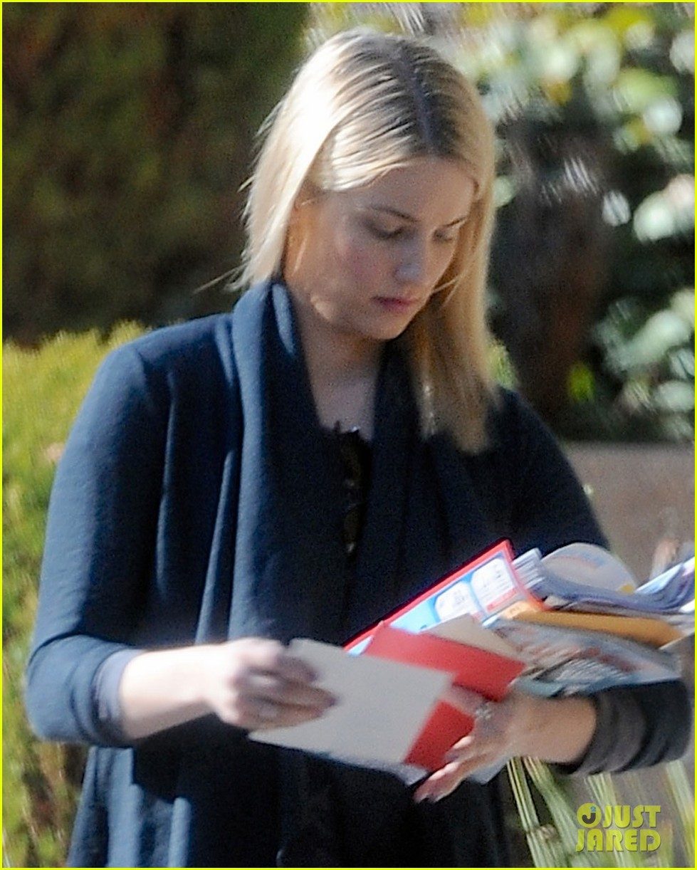dianna agron recycles her mail after celebrating christmas 04