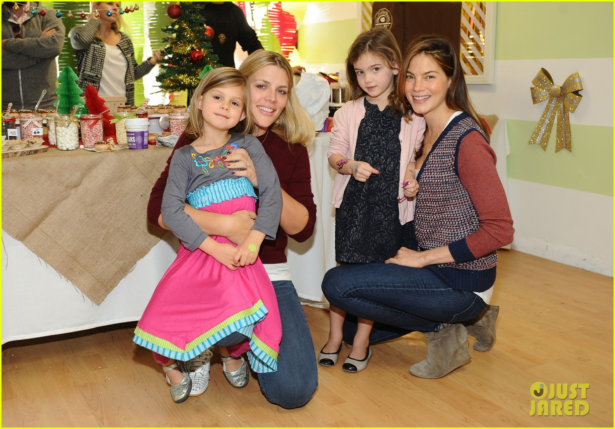 jessica alba gwen stefani baby2baby holiday party 04