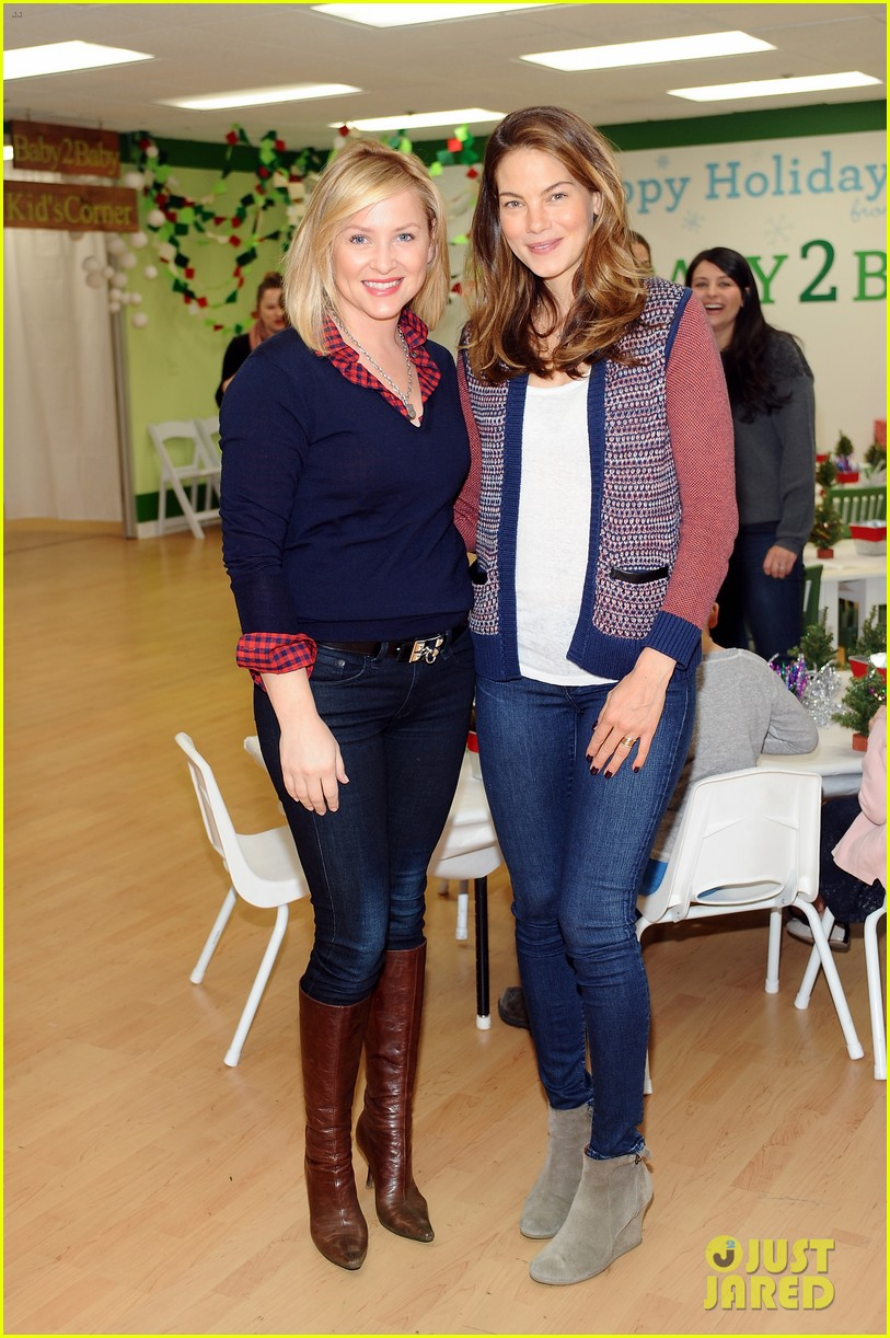 jessica alba gwen stefani baby2baby holiday party 103012305