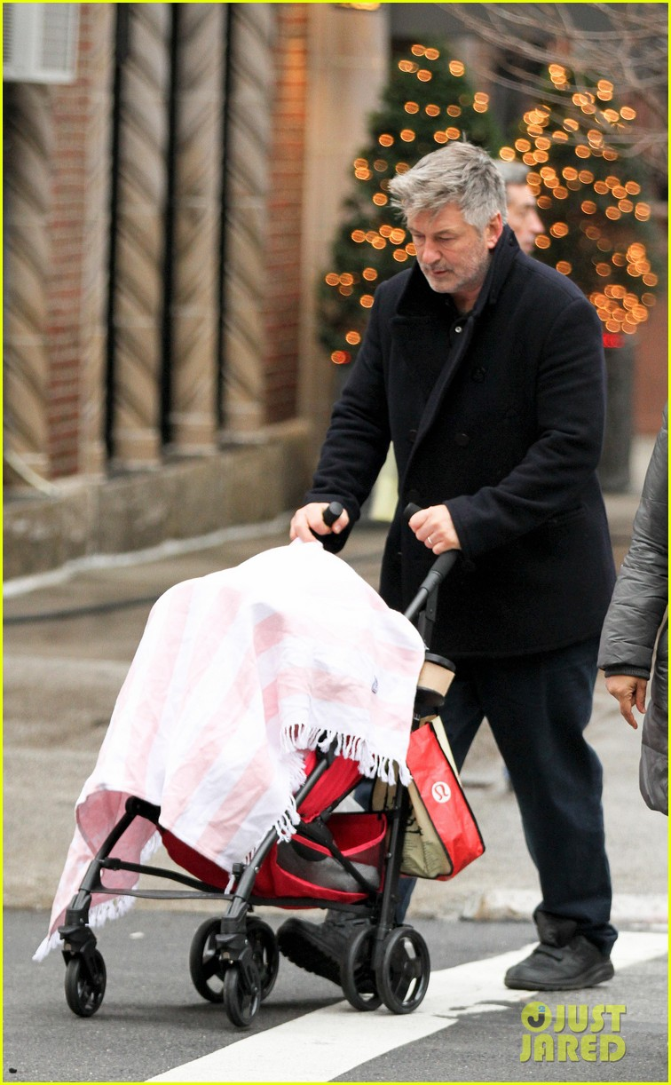 alec baldwin bikes in shorts in freezing new york city 123020511
