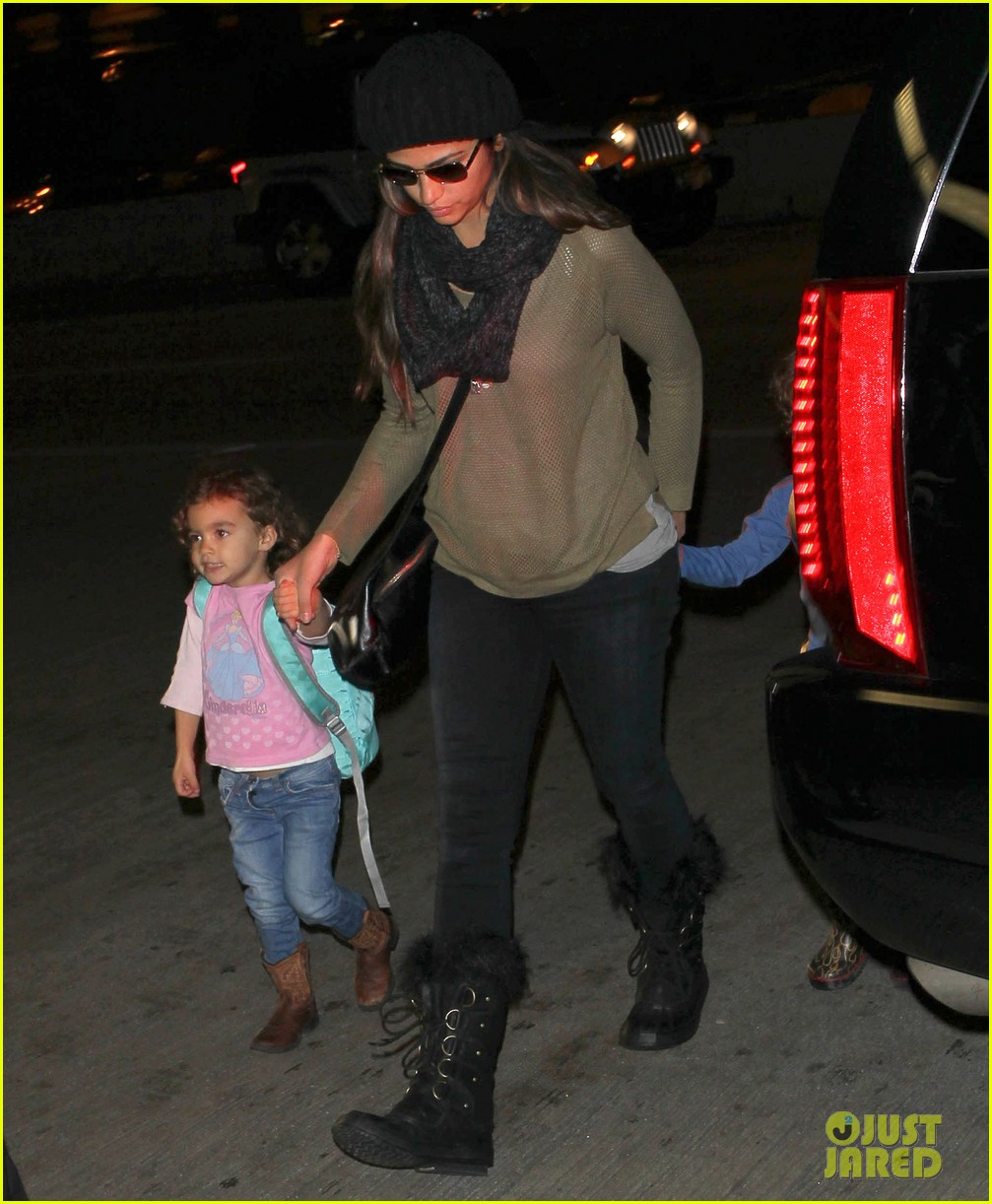 camila alves lands in snowy nyc with the kids 013013644