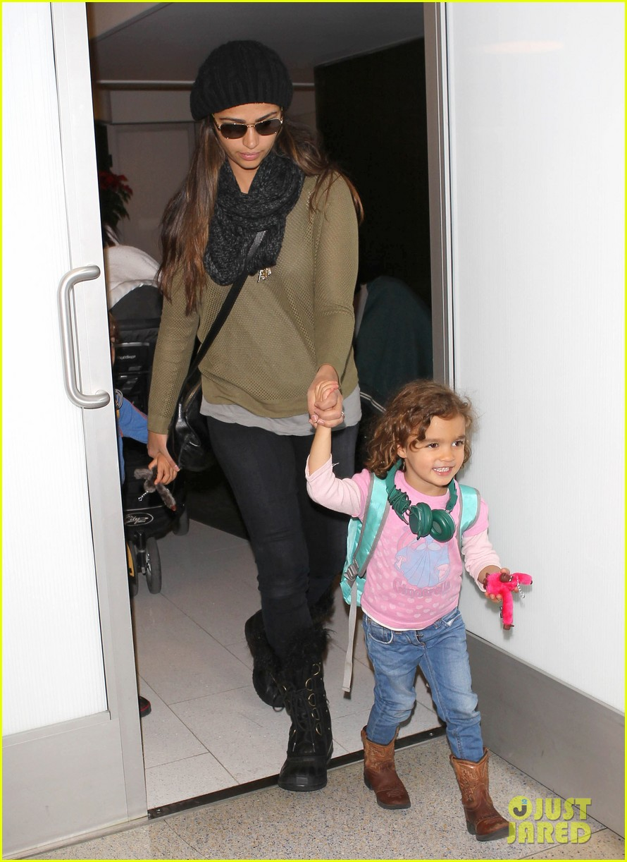 camila alves lands in snowy nyc with the kids 03